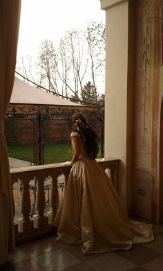 maiden waiting for her love to return home from battle Angel Aesthetic, Aesthetic Vintage, Story Inspiration, Character Inspiration, Princess Aesthetic, My Princess, Fantasy Princess, Romanticism, Aesthetic Pictures