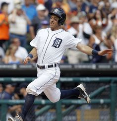 Ian Kinsler scores on a double by Miguel Cabrera, 07/02/2014
