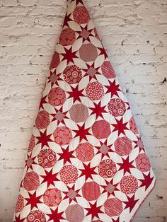 Red and white quilt. Modern and fresh.