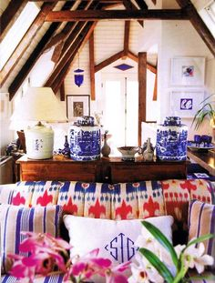 I always love the way she brings in blue & white in a room - Anna Spiro