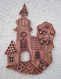 keramické výrobky na zeď - Hledat Googlem Clay Projects For Kids, Kids Clay, Pottery Houses, Ceramic Houses, Clay Wall Art, Clay Art, Clay Tiles, Ceramic Clay, Pottery Classes