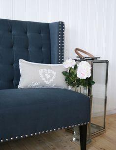 Utsnitt av Diningsofa i gråblå farge. www.krogh-design.no/shop Accent Chairs, Dining Room, Shopping, Furniture, Design, Home Decor, Dinner Room, Homemade Home Decor, Home Furnishings