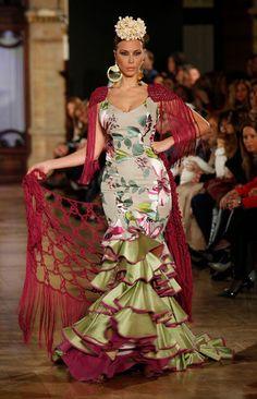 Spanish Dress Flamenco, Flamenco Dresses, Traditional Mexican Dress, Traditional Dresses, Boho Fashion, Fashion Dresses, City Fashion, Mexican Costume, Flamenco Costume
