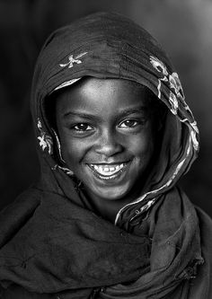 Smiling Borana Tribe Girl, Marsabit District, Marsabit, Kenya | by Eric Lafforgue Beautiful Smile, Beautiful Children, Black Is Beautiful, Beautiful Babies, Beautiful People, Just Smile, Smile Face, Happy Smile, Smiles And Laughs
