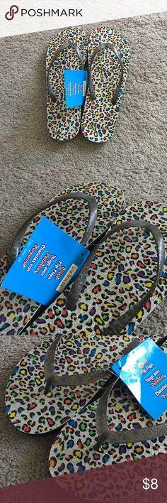 Glitter flip flops BRAND NEW! Super cute glitter flip flops! Size reads 37/38. Needs a new home ❤ creatology Shoes Sandals