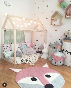 https://i.pinimg.com/236x/75/ef/39/75ef39dc0b7778546304c898de330b9c--little-girl-bedrooms-little-girls-bed.jpg