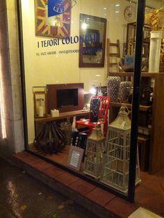 vetrina del negozio novembre 2014 #itesoricoloniali #arredamenti #reggioemilia