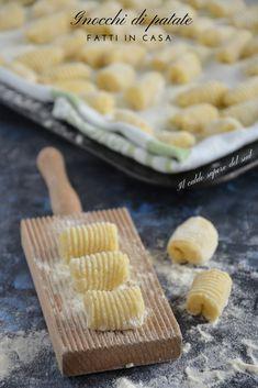 Gnocchi di patate fatti in casa - Blog di Il caldo sapore del sud Pasta Recipes, Cooking Recipes, Antipasto, Polenta, Bon Appetit, Recipies, Food And Drink, Cheese, Eat