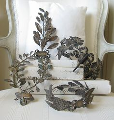 Decorating With The Laurel Wreath Motif : Eye For Design: Decorating With The L. : Decorating With The Laurel Wreath Motif : Eye For Design: Decorating With The Laurel Wreath Motif Pelo Vintage, Crown Aesthetic, Leaf Crown, Laurel Leaves, Laurel Wreath, French Decor, Tiaras And Crowns, French Country, French Style