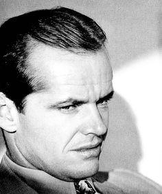 """Aunque no lo crean, en algún momento de la vida, Jack Nicholson fue un tipo excepcionalmente bien parecido. Eso sí, su encanto permanece intacto. Aquí en""""Chinatown"""", 1974."""