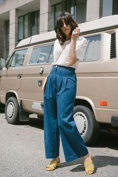Randa salloum, Ilana Kohn, Garmentory, One Of A Few, denim pants, white tshirt, 70s style, 70s outfit, yellow shoes, yellow sandals, iphone sling, fashion blogger, style blogger, summer style, spring style