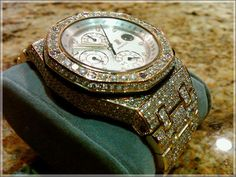 Bling-bling! Floyd Mayweather's Audemars Piguet Royal Oak Offshore Chronograph.