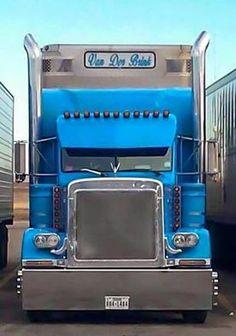 ~Bullboy~ Thanks and all credits to Julian Gabaldon — with Omar Fuentes. Peterbilt 379, Peterbilt Trucks, Ford Trucks, Show Trucks, Big Rig Trucks, Classic Tractor, Classic Trucks, Custom Big Rigs, Custom Trucks
