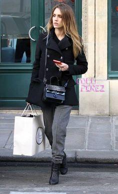 Jessica Alba shops in Paris during Fashion Week.