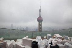 Bruno Barbey - Terrasse d'un gratte ciel en construction à Pudong