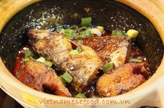 Braised Fish with Sour and Spicy Sauce Recipe (Cá Kho Chua Cay) from http://www.vietnamesefood.com.vn/vietnamese-recipes/vietnamese-fish-recipes/braised-fish-with-sour-and-spicy-sauce-recipe-ca-kho-chua-cay.html