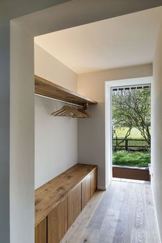 modern entry bench chic and eye catchy entryway benches Wooden Storage Bench, Mudroom Storage Bench, Contemporary Home Furniture, Contemporary Design, Entry Bench, Modern Entryway, House Entrance, Interior Design Living Room, New Homes