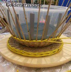 Плетение из газетных трубочек: Чаша для фруктов. Круглая форма с ручками.