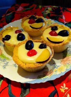 Food Gallery, Sweet Recipes, Cheesecake, Muffin, Food And Drink, Breakfast, Desserts, Daddy, Wedding Pillows