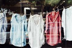 So entfernen Sie Deoflecken aus der Kleidung