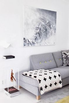 Inspiring Examples Of Minimal Interior Design 2 - UltraLinx Living Room Inspiration, Home Decor Inspiration, Design Inspiration, Design Ideas, Home Living Room, Living Room Designs, Rosa Sofa, Greige, Turbulence Deco