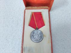 Vintage Romanian/Romania Distinguished Service in Work Medal Pin Badge Military Surplus, Soviet Union, Pin Badges, Romania, Ribbon, Ebay, Collection, Vintage, Tape