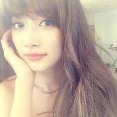 アジアンビューティー♡前髪とふんわりロングがヨンア流 - Locari(ロカリ)