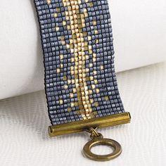 Bracelet Manchette Made in France sur www. Seed Bead Jewelry, Bead Jewellery, Beaded Jewelry, Handmade Jewelry, Bead Loom Bracelets, Beaded Bracelet Patterns, Bead Loom Patterns, Pandora Bracelets, Do It Yourself Schmuck