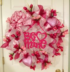 Be Mine wreath for Valentines day! #decomesh
