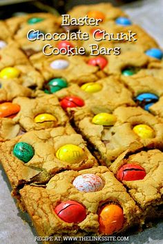 These Chocolate Chunk Cookie Bars are delightful; they are thick and soft with a wonderful crispy crunch whenever you bite into one of the speckled eggs! Easy Snacks, Yummy Snacks, Quick Easy Meals, Delicious Desserts, Fun Desserts, Chocolate Bowls, Chocolate Chunk Cookies, Easter Chocolate, Brownie Recipes