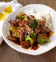 "Teriyaki beef with broccoli: ""Teri"" means shine, ""yaki"" braise. In short: an Asian feat! Teriyaki beef with broccoli: ""Teri"" means shine, ""yaki"" braise. In short: an Asian feat! Beef With Broccoli Recipe, Broccoli Beef, Broccoli Recipes, Rice Recipes, Meat Recipes, Asian Recipes, Mexican Food Recipes, Healthy Recipes, Asian Broccoli"