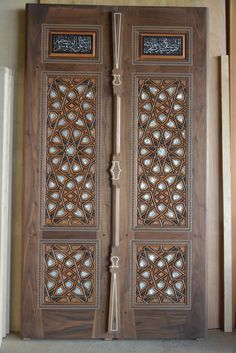 çok müzeyyen kündekari kapı Door Gate Design, Main Door Design, Wooden Door Design, Rustic Doors, Wooden Doors, Islamic Art Pattern, Modern Door, Antique Doors, Iron Doors