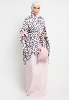 Mukena Mukaga Debonia_1 Modern Hijab Fashion, Muslim Fashion, Hijab Outfit, Muslim Women, Kimono Top, High Neck Dress, Womens Fashion, Model, Pink