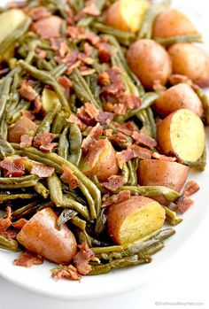 Southern Green Beans and Potatoes with Vidalia Onion and Bacon Recipe (She Wears Many Hats) Bacon Recipes, Side Dish Recipes, Vegetable Recipes, Cooking Recipes, Healthy Recipes, Potato Recipes, Veggie Meals, Veggie Food, Cooking Tips