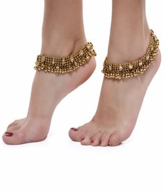 Gold toned alloy metal and Kundan stone studded pair of traditional Indian anklets/payal. These gorgeous pair of anklets are sure to wow. These anklets are more beautiful in person and will add a touc Foot Bracelet, Ankle Bracelets, Ankle Jewelry, Diva Fashion, Fashion Jewelry, Trendy Jewelry, Indian Jewelry, Silver Jewelry, Anklets Online