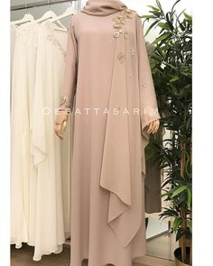 No photo description available. Abaya Fashion, Modest Fashion, Fashion Dresses, Dress Outfits, Hijab Dress Party, Hijab Style Dress, Moslem Fashion, Dress Brokat, Abaya Designs