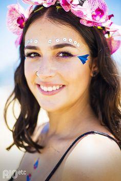 Amine Chalita nos mostra mais algumas formas de usar as tattoos da Le Petit Pirate! De flor no cabelo e ombros de fora. ;)