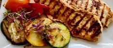 Filet z grila podany z grilowanymi warzywami Zucchini, Grilling, Vegetables, Blog, Crickets, Vegetable Recipes, Blogging, Squashes