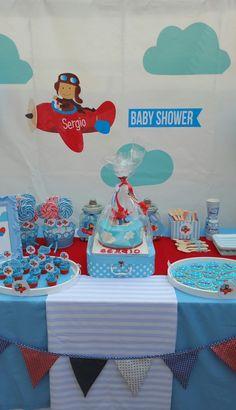 Mesa dulce para Baby Shower #niño #babyshower #tartafondant #galletasdecoradas #piruletas #rojo #decoraciondefiestas Para ver más fotos entra en nuestra web