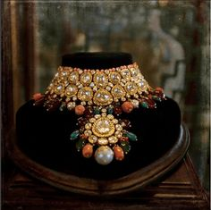 Wondering what it will cost to get one of those designs? Check out the latest 2018 Sabyasachi Jewellery pictures and designs. India Jewelry, Jewelry Art, Fine Jewelry, Jewelry Design, Fashion Jewelry, Stylish Jewelry, Designer Jewelry, Jewelry Ideas, Indian Wedding Jewelry