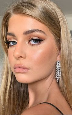 Natural Makeup For Brown Eyes, Brown Skin Makeup, Makeup Looks For Green Eyes, Blue Eye Makeup, Prom Make Up Natural, Make Up Ideas For Green Eyes, Makeup With Green Dress, Make Up Ideas For Wedding, Work Makeup Looks