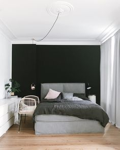 For a luxurious chic home accessories in fine black. With a black wall, you give your bedroom an Elega … – Luxery Houses Modern Bedroom Design, Modern Room, Scandinavian Pillows, Style Ancien, Natural Bedroom, Paint Your House, Black Bed Linen, Futon Bed, Bed Wall