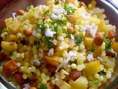 Sabudana (Javvarisi) Khichdi Serve eaten as a snack or as a main course. Pineapple Recipes Indian, Indian Food Recipes, Healthy Breakfast Dishes, Sabudana Khichdi, Navratri Special, Indian Snacks, International Recipes, Kitchen Hacks, Vegetables
