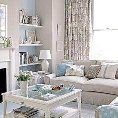 Ruang keluarga dengan tema warna-warna pastel bernuansa biru yang nyaman.
