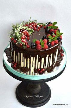 ideas fruit cake ideas birthday dessert recipes for 2019 Dessert Banana Split, Cake Cookies, Cupcake Cakes, Winter Torte, Rodjendanske Torte, Fruit Wedding Cake, Wedding Sweets, Drip Cakes, Occasion Cakes
