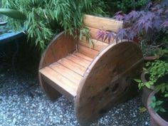 Repurposed Wire Spool Ideas - Outdoor Spool Chair