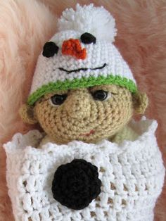 Free crochet pattern for a snowman baby ear flap hat for a Christmas newborn infant photo prop or just for fun