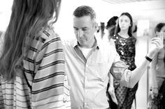 Dries Van Noten ajuste les mannequins avant le défilé Dries Van Noten printemps-été 2015 http://www.vogue.fr/mode/inspirations/diaporama/fwpe2015-les-coulisses-de-la-fashion-week-de-paris-printemps-ete-2015-jour-2-balenciaga-kim-kardashian/20484/image/1086589#!dries-van-noten-ajuste-les-mannequins-avant-le-defile-dries-van-noten-printemps-ete-2015-paris-fashion-week