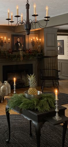 Primitive Country Christmas, Country Christmas Decorations, Williamsburg Christmas, Colonial Williamsburg, Colonial Home Decor, Colonial Decorating, Early American Homes, Fireplace Remodel, Country Decor