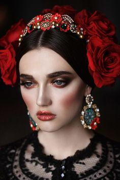 27 Ideas Photography Women Flowers Frida Kahlo For 2019 Beauty Photography, Photography Women, Fashion Photography, Photography Flowers, Photography Tricks, Trendy Fashion, Girl Fashion, Art Visage, Jolie Photo